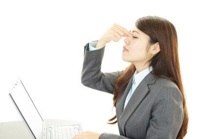 女性 疲れ目