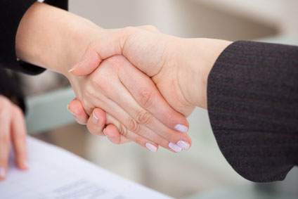女性 握手