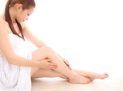 女性の足ツルツル