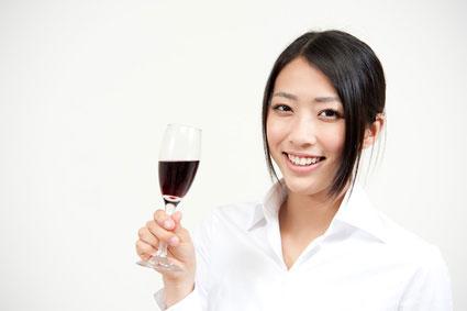赤ワイン 女性
